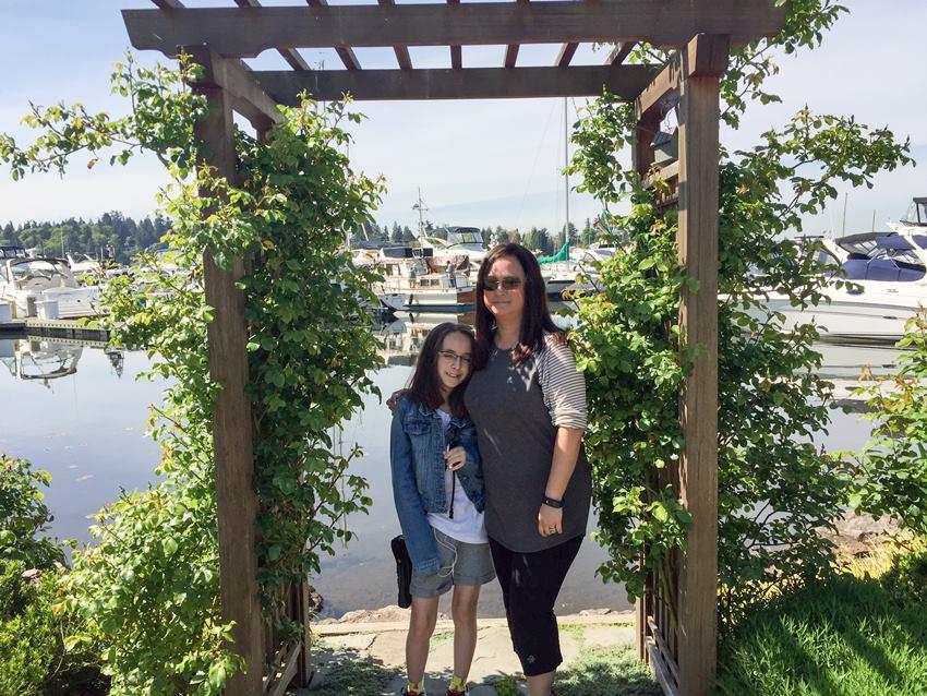 kirkland mom and daughter