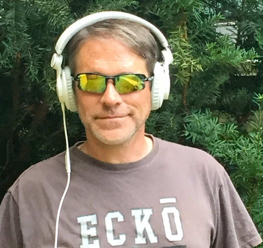 altec kickback headphones white