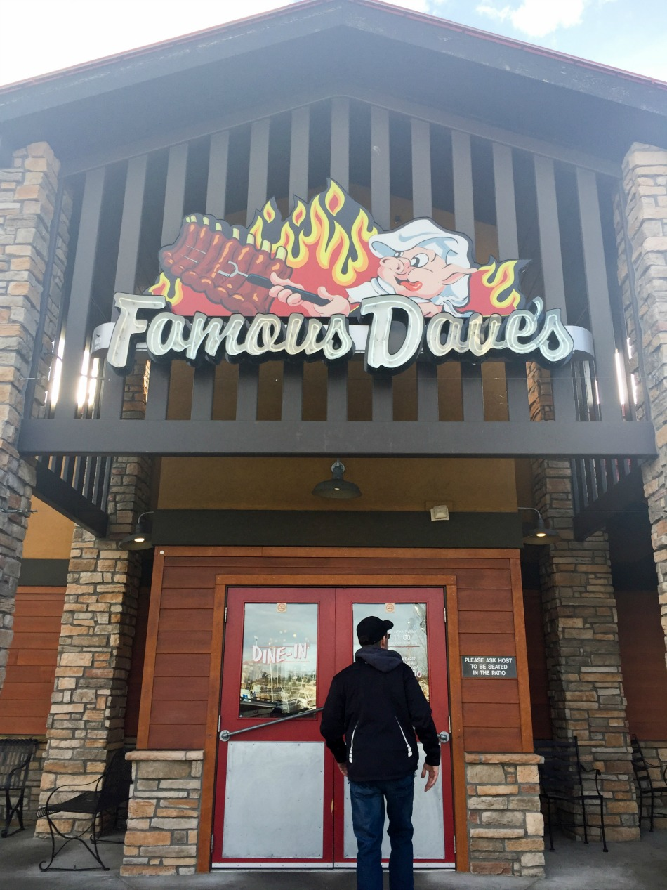 Famous Dave's entrance