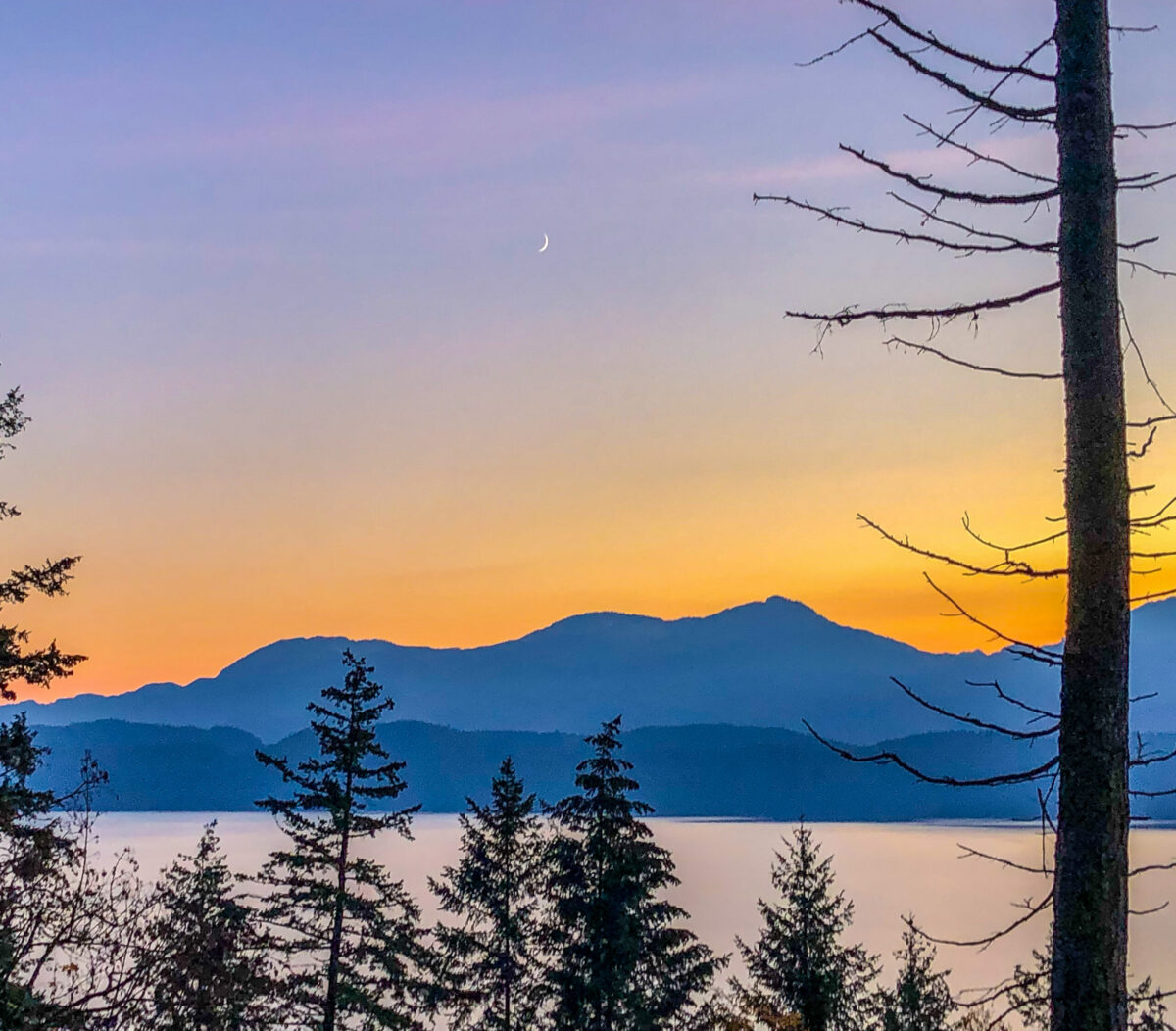 sunset view of Harrison Lake with mountains