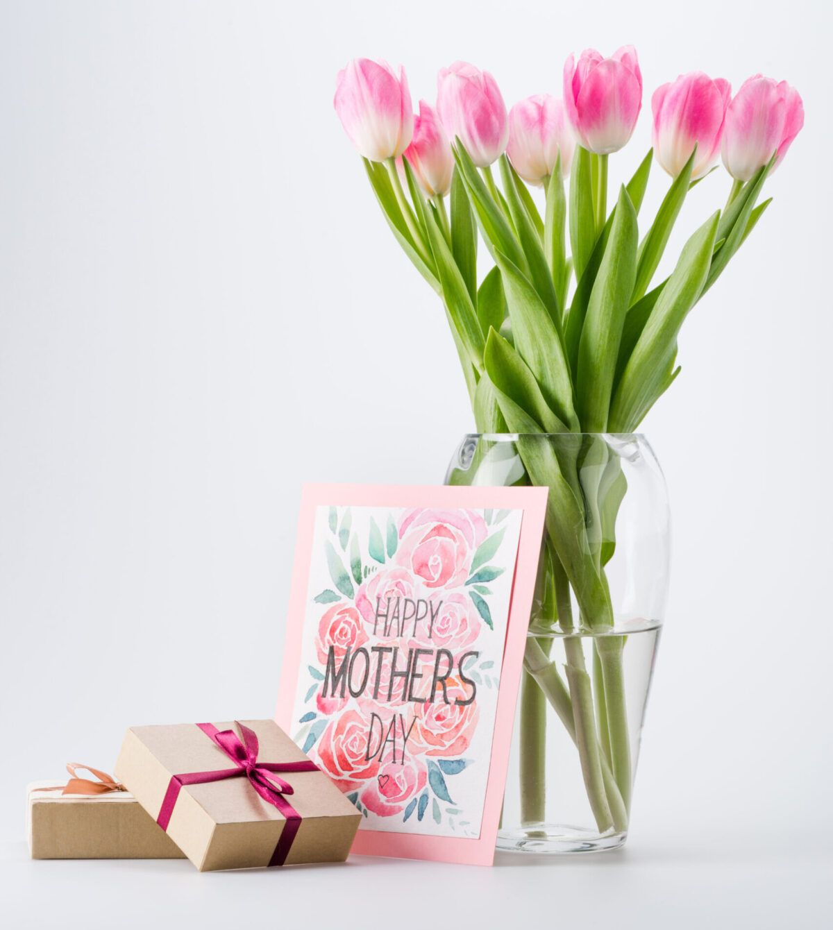 Looking for a gift for that special lady? Whether it's your mom, grandma, aunt, sister or someone you looked up to we're sharing some fun, unique and classic gift ideas for the ladies in your life.