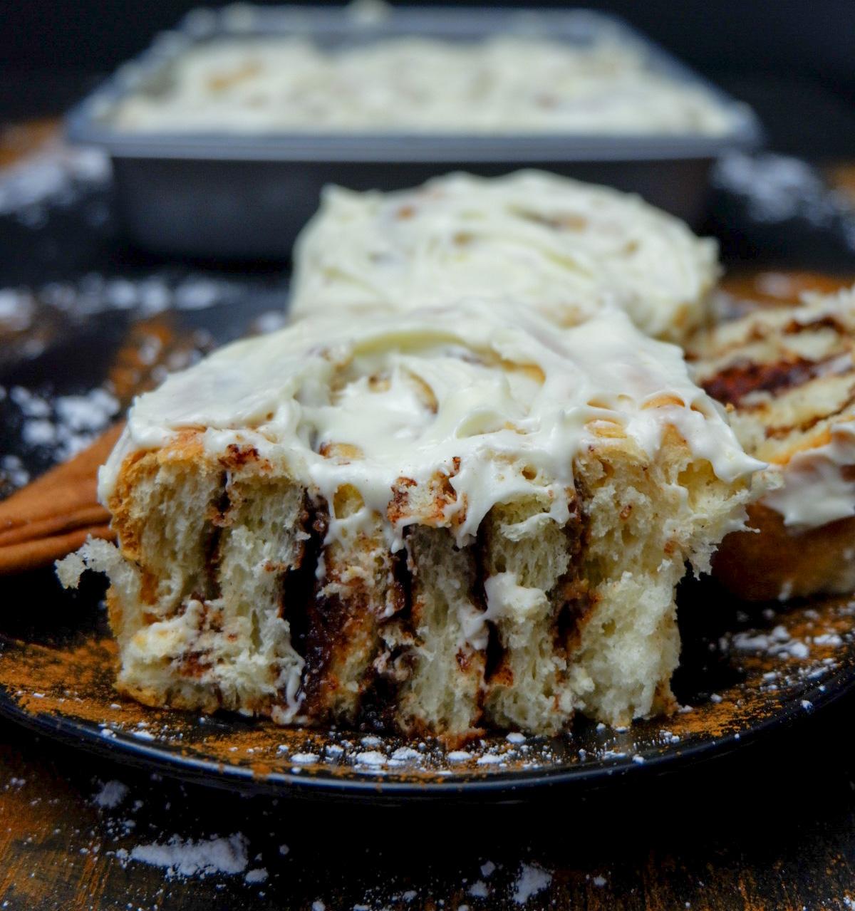 cream cheese cinnamon roll