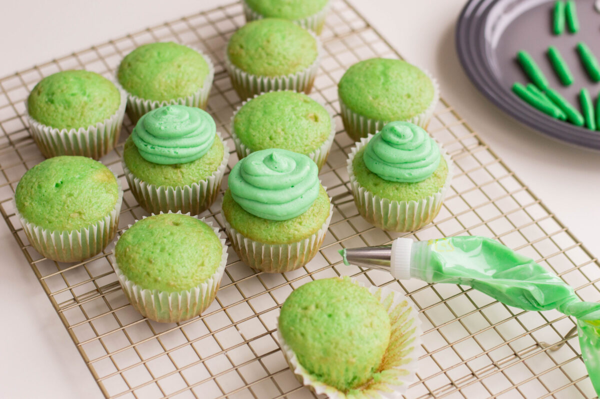 alien cupcakes frosting