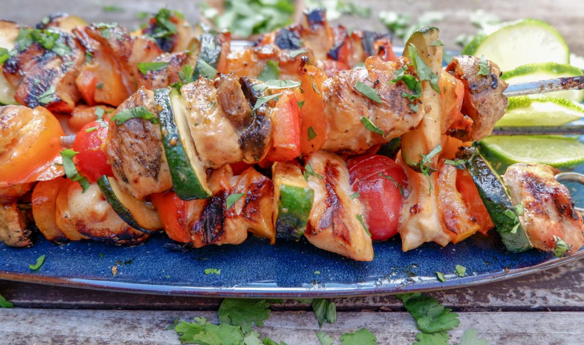 sriracha chicken kebabs