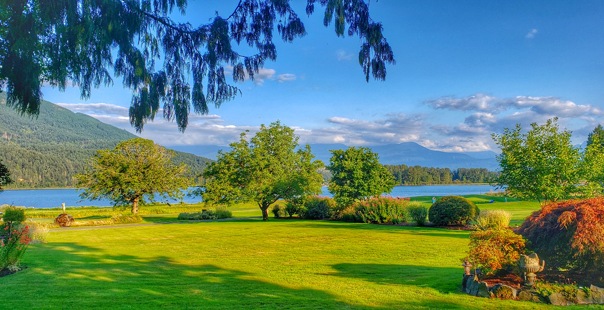 sandpiper golf course with view of Harrison lake