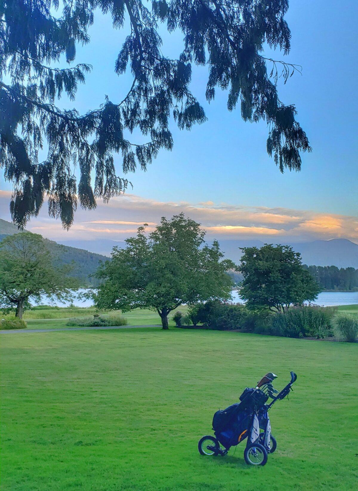 Sandpiper Inn Golf Course with golf bag