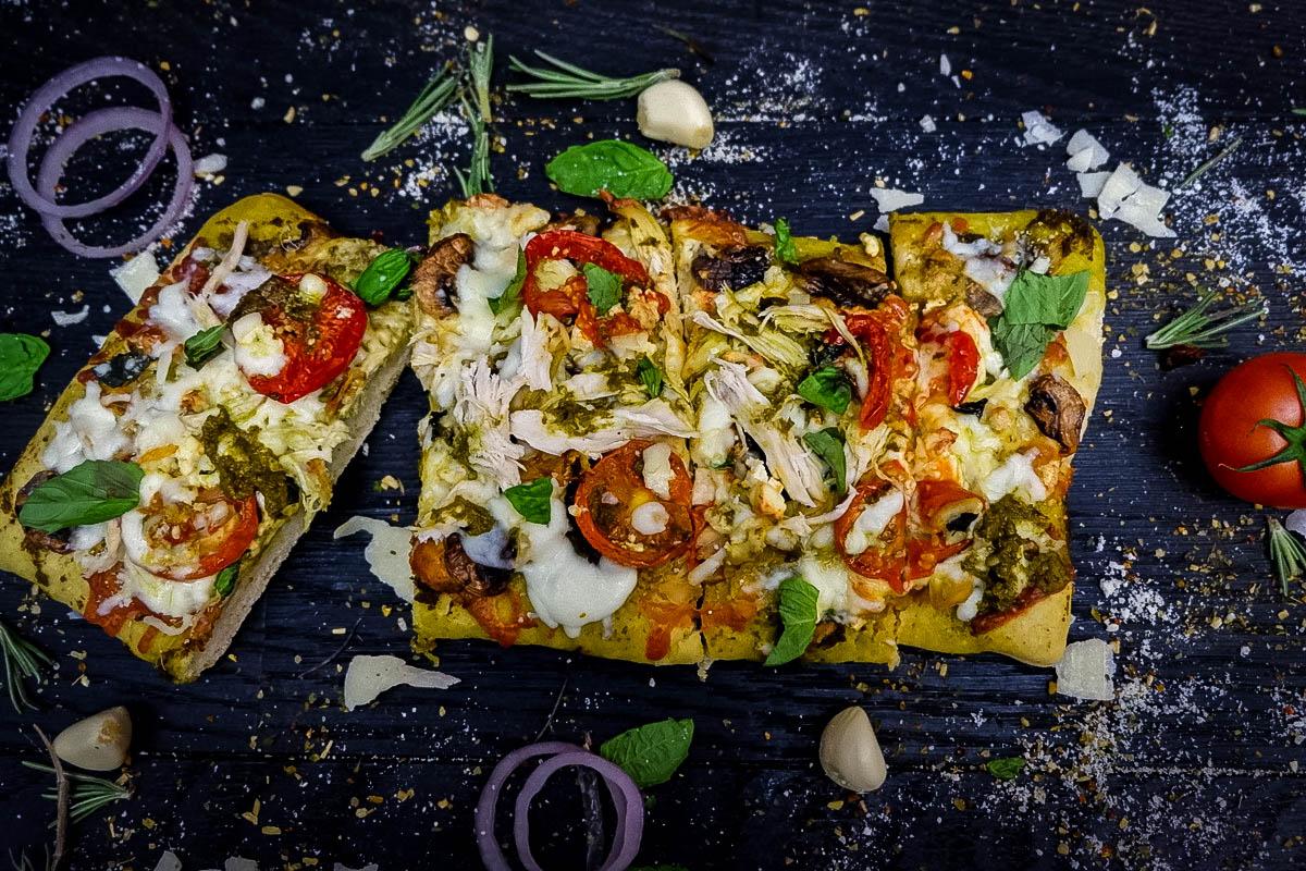 Pesto chicken pizza done