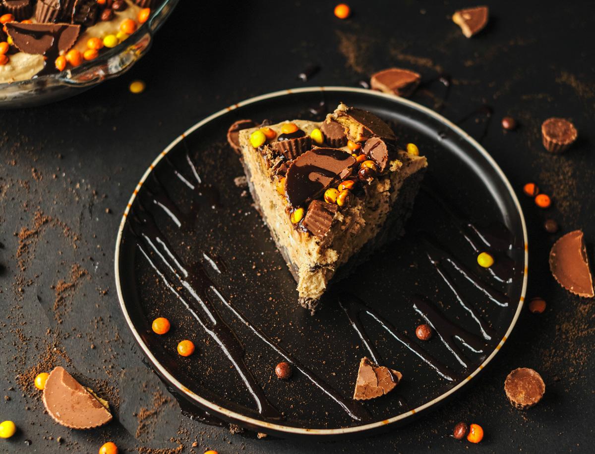 no-bake peanut butter pie slice